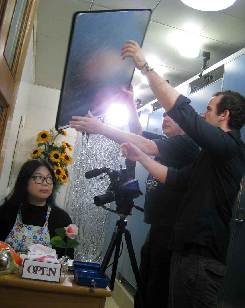 Some students immediately get it to give a help on set up (Photo: Sarah)