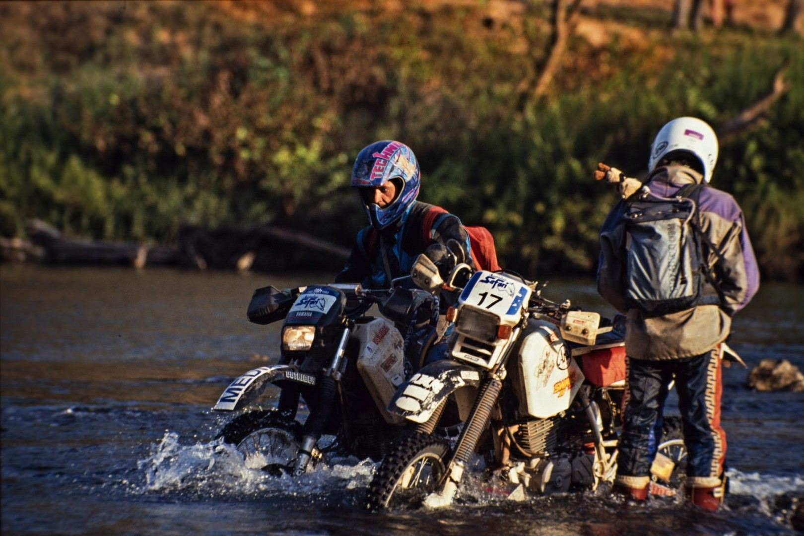 Sometime, my job was to cross a river riding a motorcycle (Australian Safary 1992). My motivation was to get as close as possible to the race while preserving my camera