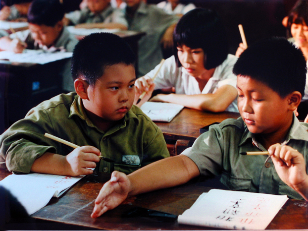 Red Kaki (1994): Local Taiwan schoolboy not wiling to cooperate with a kid who just arrived from Mainland China.