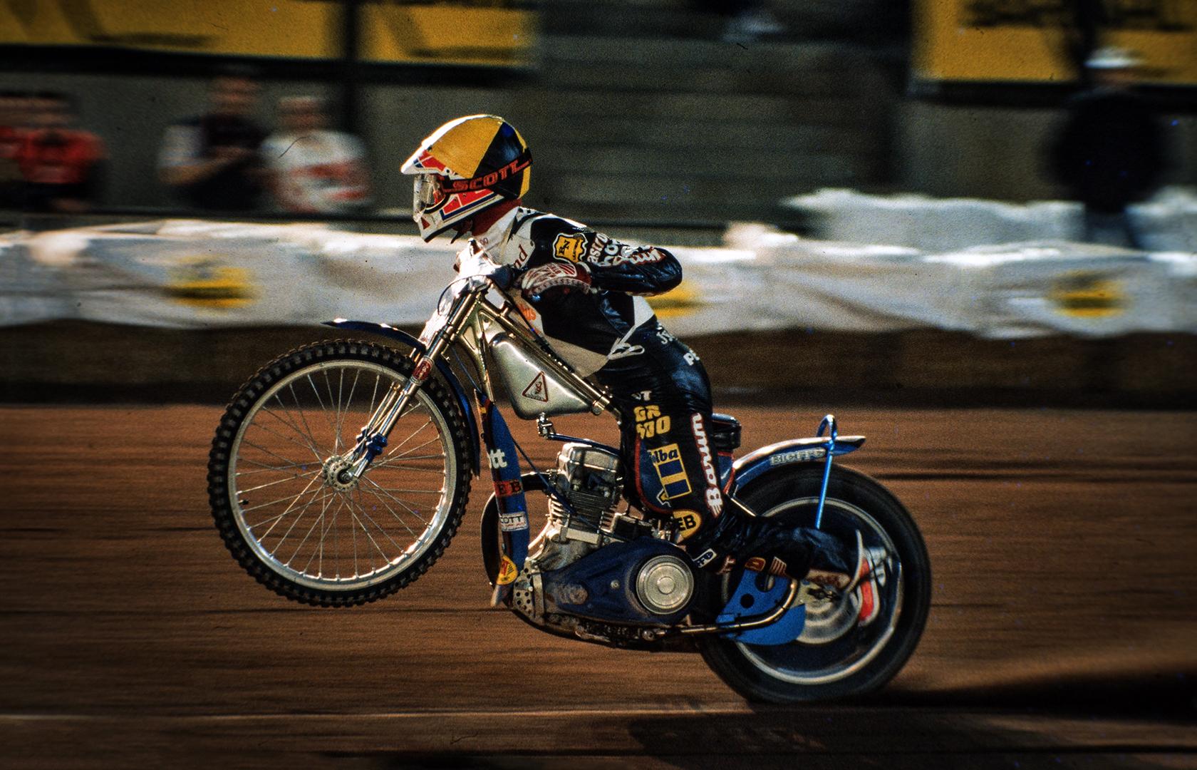 Speedway racer taking of