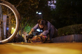 A student finding stability with her own method during a night shooting session