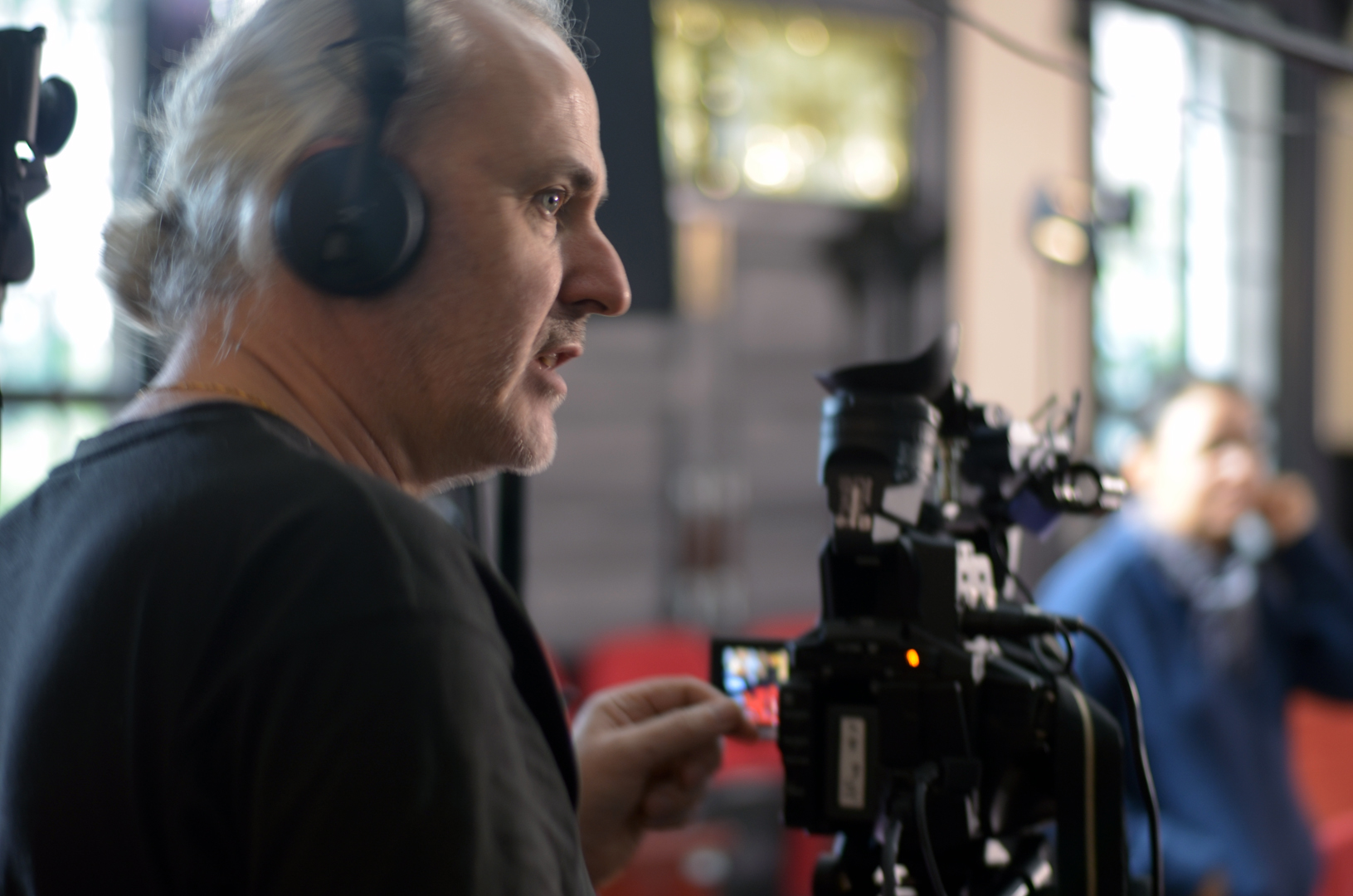During the shooting process, franc never stop to comment his decision making concerning camera setting, light positioning and actors direction  (photo Diarmuid)