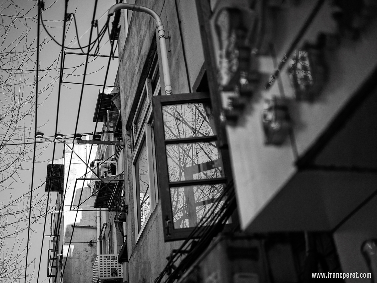 Street Life in Shanghai are offering very nice opportunities to detect B&W subject, such as those reflective windows and electric.lines.