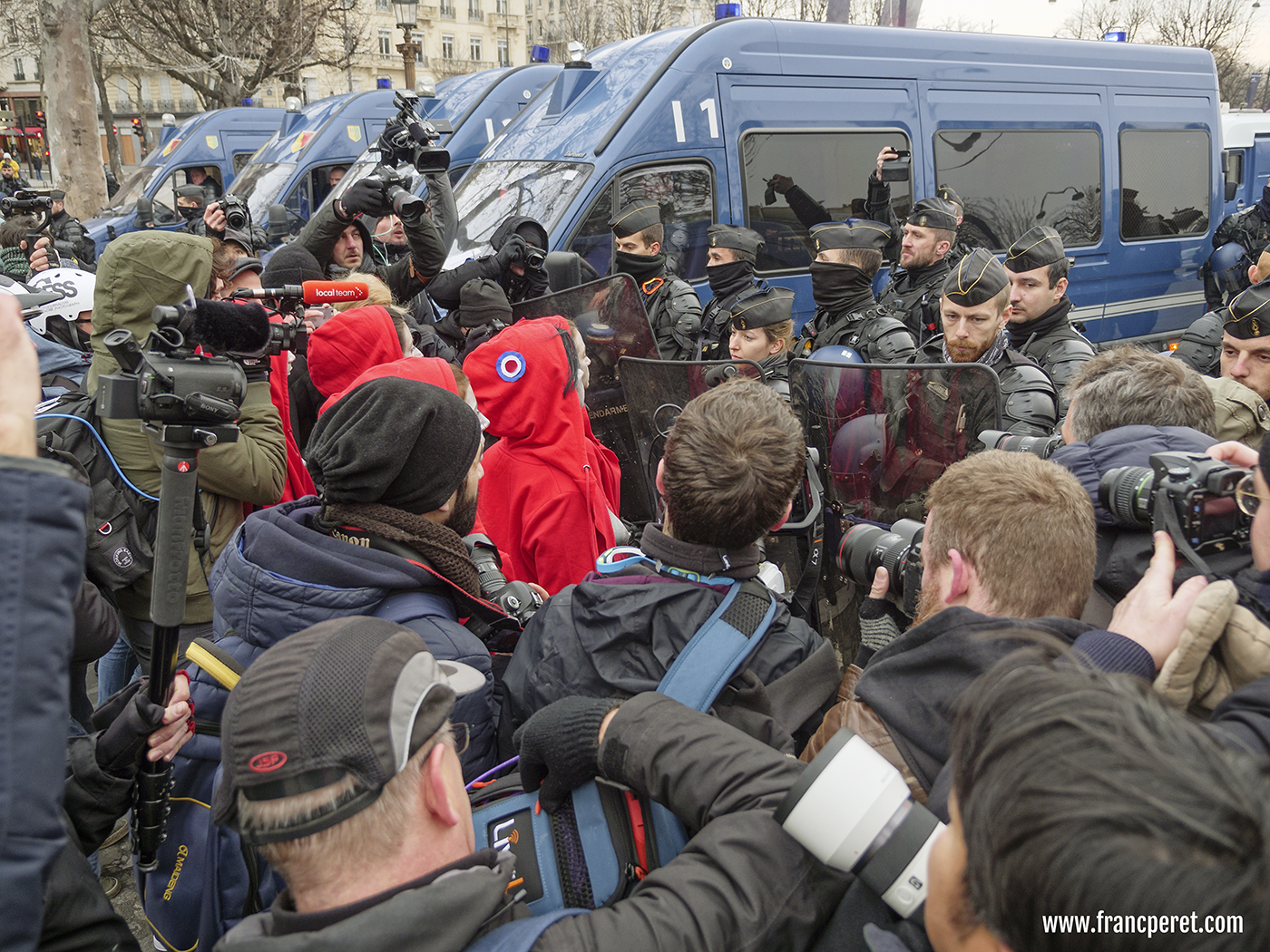 A huge number of journalists offer a wide range of pictures and video on the net concerning this series of protest